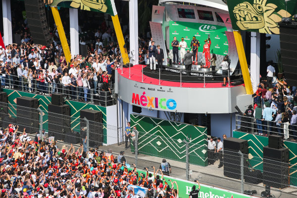 Autodromo Hermanos Rodriguez, Mexico City, Mexico. Sunday 29 October 2017. A huge crowd gathers beneath the podium to cheer for Max Verstappen, Red Bull, 1st Position, Valtteri Bottas, Mercedes AMG, 2nd Position, and Kimi Raikkonen, Ferrari, 3rd Position. World Copyright: Charles Coates/LAT Images  ref: Digital Image AN7T7833