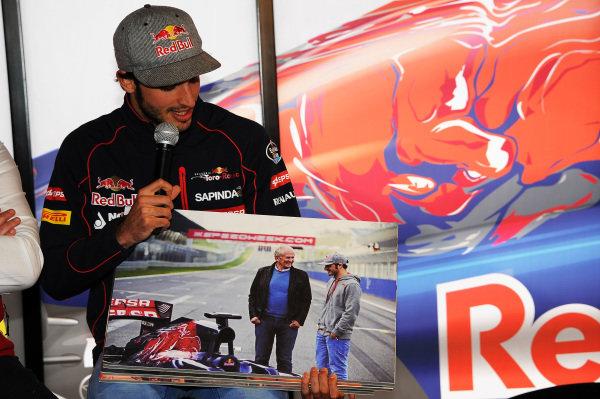 Carlos Sainz jr (ESP) Scuderia Toro Rosso at Formula One Testing, Day Two, Barcelona, Spain, 27 February 2015.