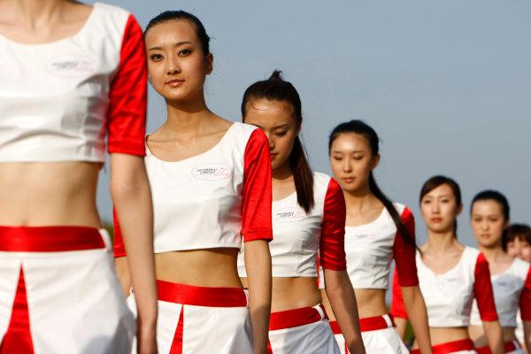 Shanghai International Circuit, Shanghai, China18th April 2009Grid Girls. Glamour. World Copyright: Charles Coates/LAT Photographicref: Digital Image _26Y4117
