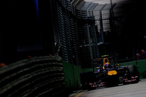Marina Bay Circuit, Singapore.24th September 2011.Mark Webber, Red Bull Racing RB7 Renault. Action. World Copyright:Glenn Dunbar/LAT Photographicref: Digital Image _G7C6599