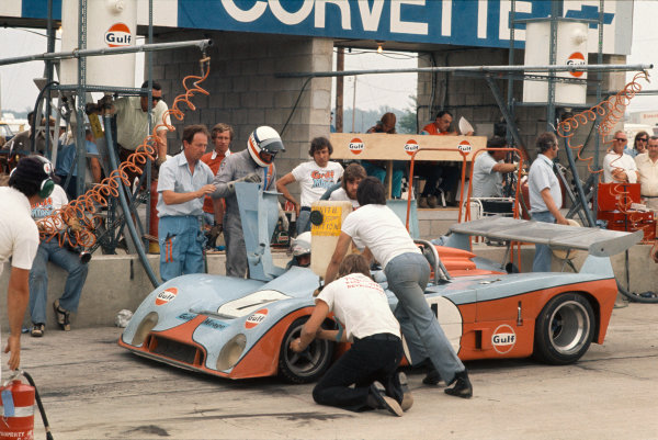 1973 Watkins Glen 6 Hours. Watkins Glen, USA. 21st July 1973. Rd 10. Derek Bell / Howden Ganley (Mirage M6 Ford), 4th position, pit stop and driver change, action.  World Copyright: LAT Photographic.