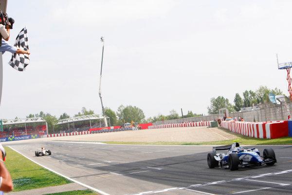 Barcelona, Spain.Sunday Race. 10th May 2009.Edoardo Mortara (ITA, Telmex Arden International) crosses the line to win his first GP2 Series race. Action.  World Copyright: Glenn Dubar / GP2 Series Media Service.Ref: _O9T8208 jpg