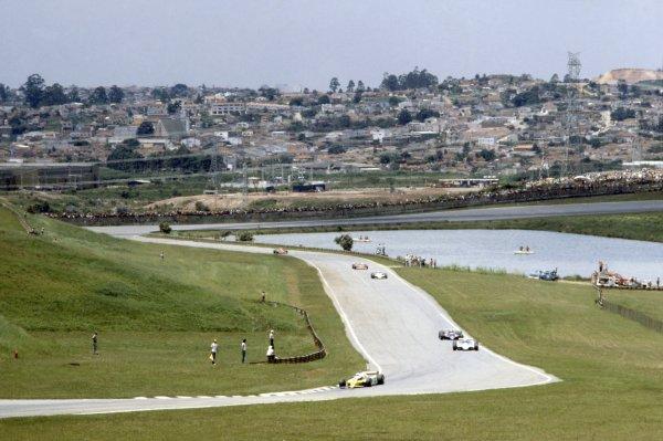 1980 Brazilian Grand Prix.Interlagos, Sao Paulo, Brazil. 25-27 January 1980.Rene Arnoux (Renault RE20), 1st position, leads past the lake.World Copyright: LAT PhotographicRef: 35mm transparency 80BRA01