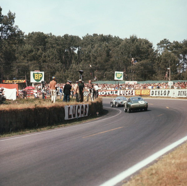 Le Mans, France. 23rd - 24th June 1962.Graham Hill/Richie Ginther (Aston Martin DP212), retired, follows Karl Foitek/Ricciardo Ricci (Alfa Romeo Giulietta Zagato), retired,action. World Copyright: LAT Photographic.Ref: 568.