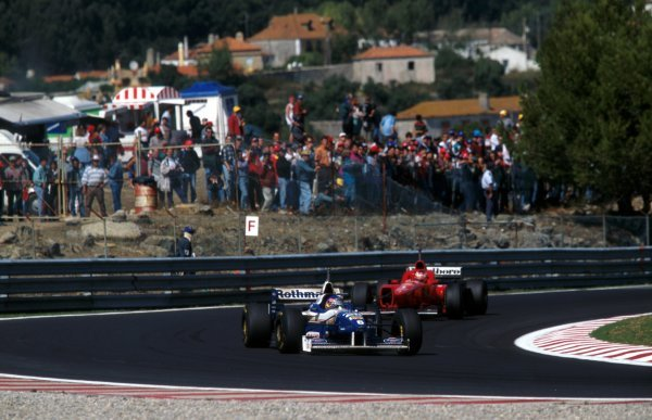 Race winner Jacques Villeneuve (CDN) Williams FW18 leads third placed finisher Michael Schumacher (GER) Ferrari F310.