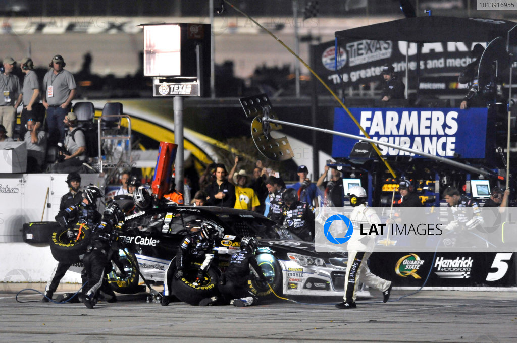 11-13 April, 2013, Fort Worth, Texas USA Kasey Kahne. pit stop ©2013, Nigel Kinrade LAT Photo USA