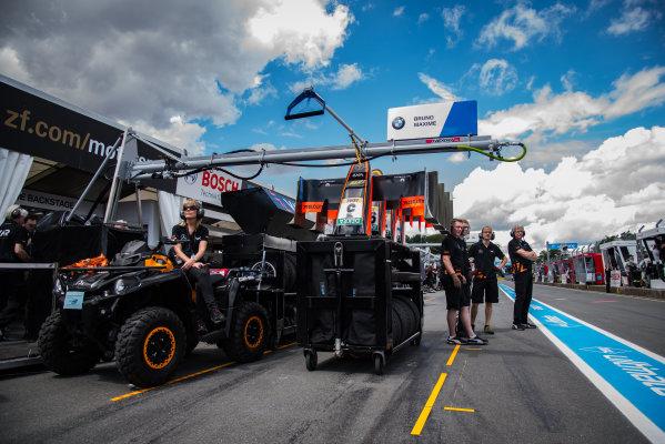 2017 FIA Formula 3 European Championship. Round 5 - Nuremberg, Germany. Friday 30 June 2017. Team Van Amersfoort World Copyright: Mario Bartkowiak/LAT Images ref: Digital Image 2017-06-30_FIA-F3_Norisring_FP_0081