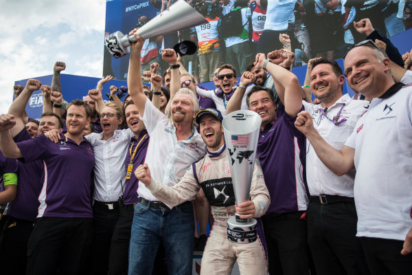2016/2017 FIA Formula E Championship. Round 9 - New York City ePrix, Brooklyn, New York, USA. Saturday 15 July 2017. Sir Richard Branson and Sam Bird (GBR), DS Virgin Racing, Spark-Citroen, Virgin DSV-02, celerate with the team. Photo: Andrew Ferraro/LAT/Formula E ref: Digital Image _FER8727