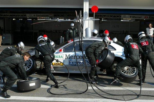 Pitstop of Christijan Albers (NED), Express-Service AMG-Mercedes, Mercedes-Benz CLK-DTM. DTM Championship, Rd 8, A1-Ring, Austria. 07 September 2003. DIGITAL IMAGE