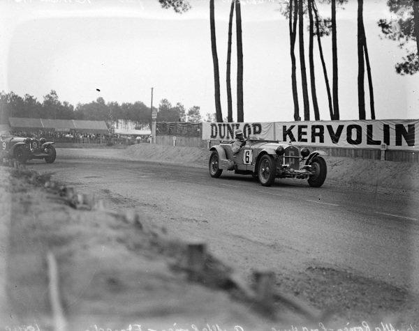 Earl Howe / Tim Rose-Richards, Alfa Romeo 8C 2300 LM leads Luigi Chinetti / Philippe Étancelin, Alfa Romeo 8C 2300.