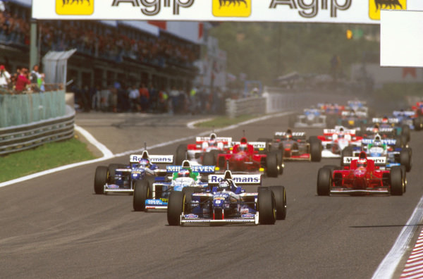 Estoril, Portugal.20-22 September 1996.Damon Hill (Williams FW18 Renault) leads Jean Alesi (Benetton B196 Renault) and Jacques Villeneuve (Williams FW18 Renault) away from the start.Ref-96 POR 04.World Copyright - LAT Photographic