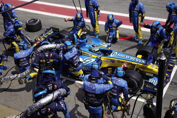 Giancarlo Fisichella, Renault R26 pitstop.