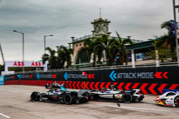 Gary Paffett (GBR), HWA Racelab, VFE-05 leads Oliver Rowland (GBR), Nissan e.Dams, Nissan IMO1
