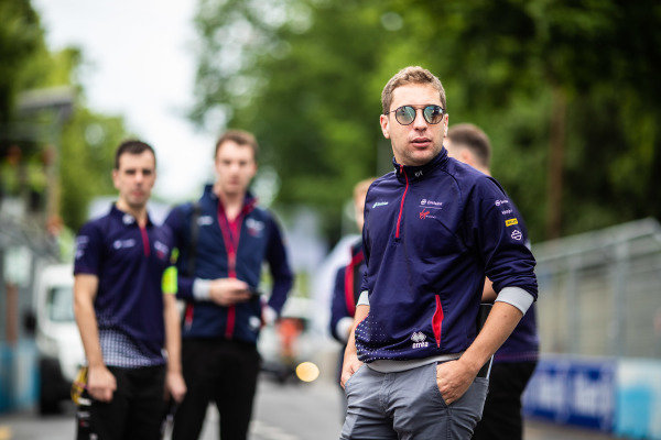 Robin Frijns (NLD), Envision Virgin Racing, on a track walk