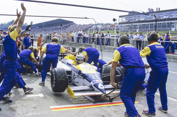 Nelson Piquet, Williams FW11 Honda, makes a pitstop.