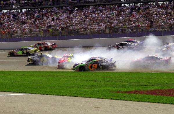 """""""The Big Crash"""": the cars of Michael Waltrip (#7) and Robby Gordon spin down the through the tri-oval as Robert Presley (#77) and Stacy Compton (#9) dive low to avoid them.NASCAR DieHard 500 at Talladega Superspeedway 16 April,2000 LAT PHOTOGRAPHIC-F Peirce Williams 2000"""