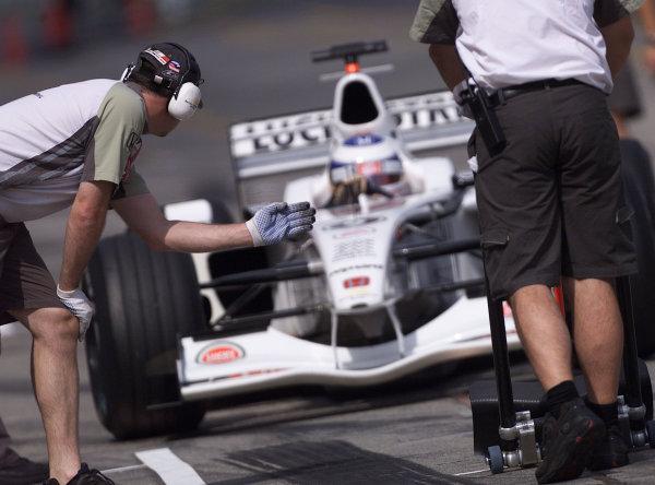 2001 Japanese Grand Prix - Saturday / QualifyingSuzuka, Japan. 21st October 2001.Olivier Panis.World Copyright - LAT Photographicref: 8 9 MB Digital