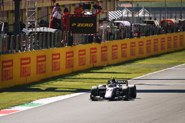 Winner Christian Lundgaard (DNK, ART GRAND PRIX) takes the chequered flag at the finish