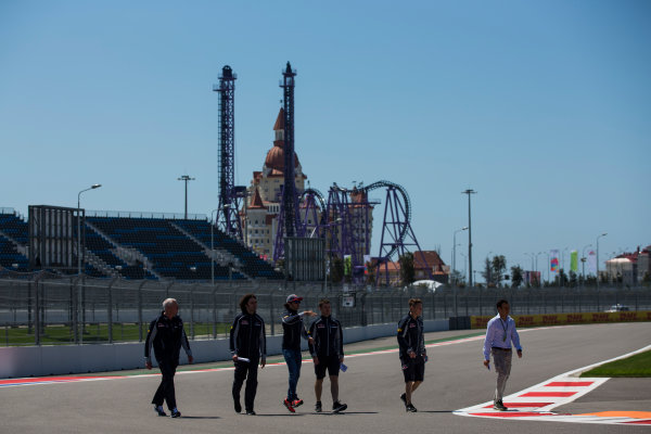 Sochi Autodrom, Sochi, Russia. Thursday 28 April 2016. Carlos Sainz Jr, Toro Rosso, conducts a track walk with team members, including John Booth, who makes his first appearance with the team as director of racing. World Copyright: Sam Bloxham/LAT Photographic ref: Digital Image _R6T2054