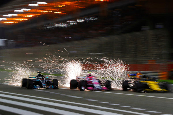 Lewis Hamilton, Mercedes AMG F1 W09, battles with Esteban Ocon, Force India VJM11 Mercedes, Nico Hulkenberg, Renault Sport F1 Team R.S. 18, and Fernando Alonso, McLaren MCL33 Renault.