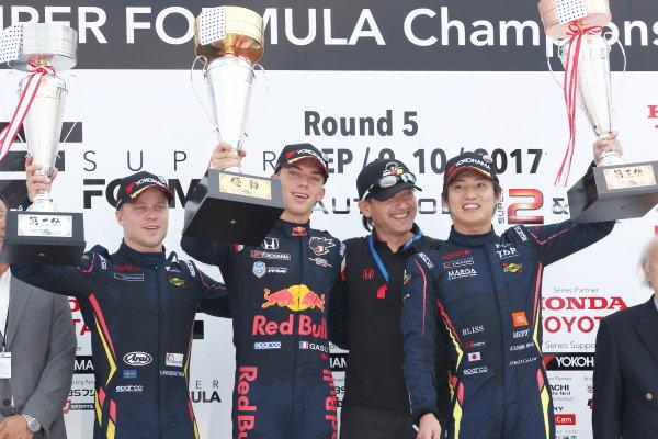 2017 Japanese Super Formula. Autopolis, Japan. 8th - 9th September 2017. Rd 5. Winner Pierre Gasly ( #15 TEAM MUGEN SF14 ) 2nd position Felix Rosenqvist ( #7 SUNOCO TEAM LEMANS SF14 ) 3rd position Kazuya Oshima ( #8 SUNOCO TEAM LEMANS SF14 ) podium portrait World Copyright: Masahide Kamio / LAT Images 2017_SF_Rd5_007