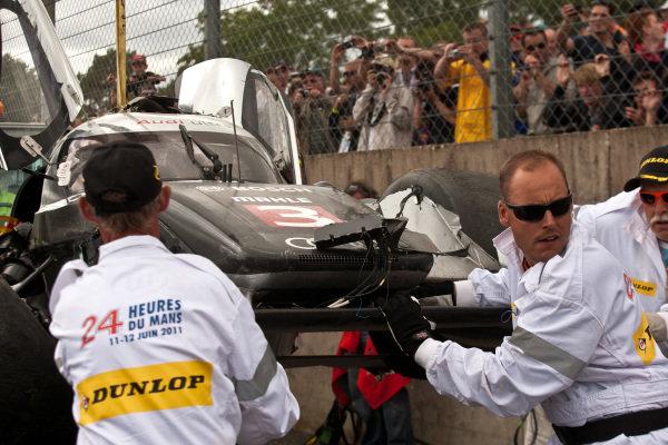 The remains of Allan McNish (GBR) Audi Sport North America Audi R18 TDI following his huge crash. Le Mans 24 Hours, La Sarthe, Le Mans, France, 11-12 June 2011.