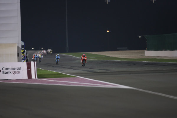 Qatar, Losail International Circuit.10th - 13th April 2009.Casey Stoner Marlboro Ducati Team leads the pack out of the Qatar night at the end of the opening lap.World Copyright: Martin Heath/LAT Photographicref: Digital Image BPI_Moto 7o6l