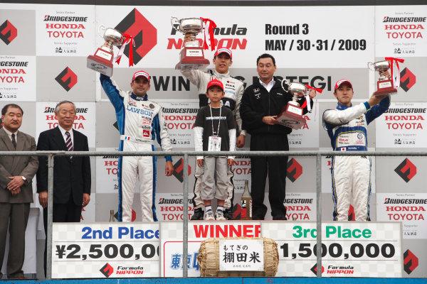 Twin Ring Motegi, Japan. 30th - 31st May 2009.Rd3 - Winner Takashi Kogure ( #32 NAKAJIMA RACING ) 1st position. Podium.World Copyright: Yasushi Ishihara/LAT Photographicref: Digital Image 2009FN_Rd3_009