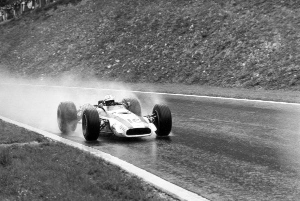 1968 French Grand Prix.Rouen-les-Essarts, France. 7 July 1968.John Surtees, Honda RA301, 2nd position, action.World Copyright: LAT PhotographicRef: 2048 #17A