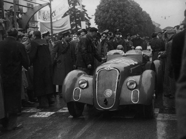 Brescia-Rome-Brescia, Italy. 23rd April 1950 Felice Bonetto/G. Casnaghi (Alfa Romeo 412 Spider Touring), retired, at the start line, action. World Copyright: LAT Photographic Ref:  B/W Print.