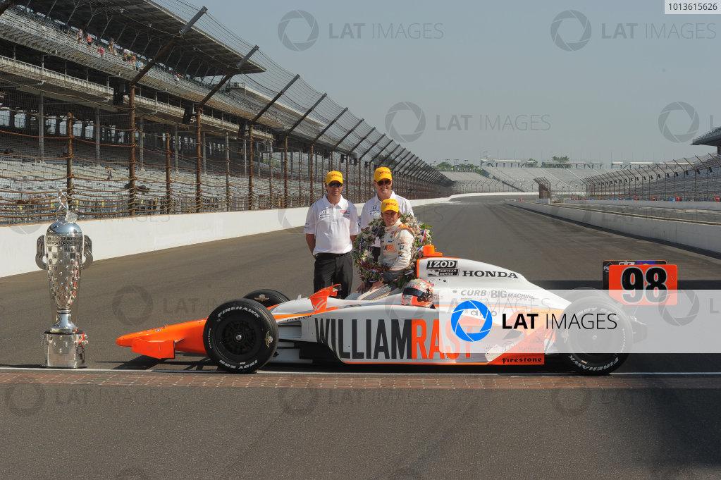23  May 2011, Indianapolis, Indiana USA2011 Indy 500 winner, Dan Wheldon Herta and Newley©2011 Dan R. Boyd Lat Photo USA