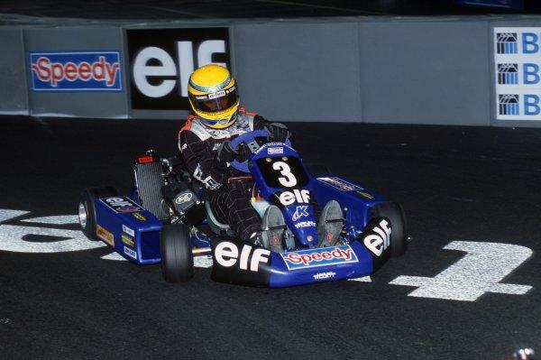 2000 Elf Masters Karting.Bercy, Paris. 9th - 10th December 2000.Lewis Hamilton, action.World Copyright: Chris Dixon/LAT Photographic.ref: 2K Karts A31