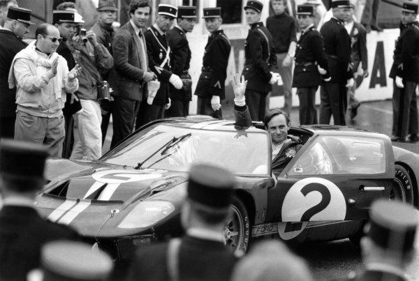 1966 Le Mans 24 hours. Le Mans, France. 18 - 19 June 1966. Chris Amon (pictured)/Bruce McLaren, Ford GT40 Mk2, 1st position, celebrate at the finish, action.  Ref: L66/383/33 World Copyright: LAT Photographic