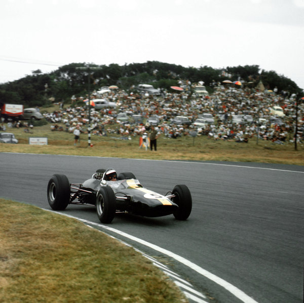 1965 South African Grand Prix. East London, South Africa. 30/12/64-1/1/1965. Jim Clark (Lotus 33 Climax) 1st position. Ref-3/1483. World Copyright - LAT Photographic