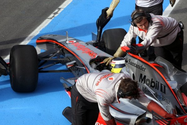 Pedro De La Rosa (ESP) McLaren Test Driver. Formula One Testing, Day Three, Algarve Motor Park, Portimao, Portugal, 17 December 2008.