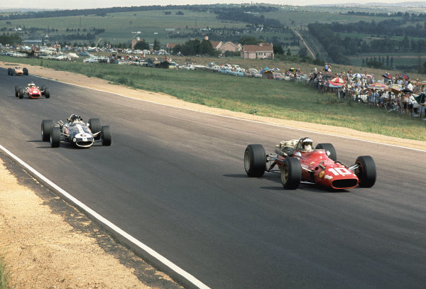 1968 South African Grand Prix. Kyalami, South Africa. 30/12/67-1/1/1968. Andrea de Adamich (Ferrari 312) followed by Dan Gurney (AAR/Eagle T1G Climax).  Ref-68 SA 26. World Copyright - LAT Photographic