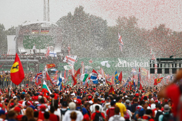 Autodromo Nazionale di Monza, Italy. Sunday 4 September 2016. Fans invade the track after the race for the podium celebrations. World Copyright: Zak Mauger/LAT Photographic ref: Digital Image _X0W7126