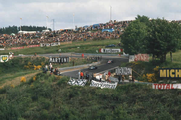 1972 French Grand Prix.  Clermont-Ferrand, France. 30th June - 2nd July 1972.  Jackie Stewart, Tyrrell 003 Ford, leads Jacky Ickx, Ferrari 312B2.  Ref: 72FRA04. World Copyright: LAT Photographic