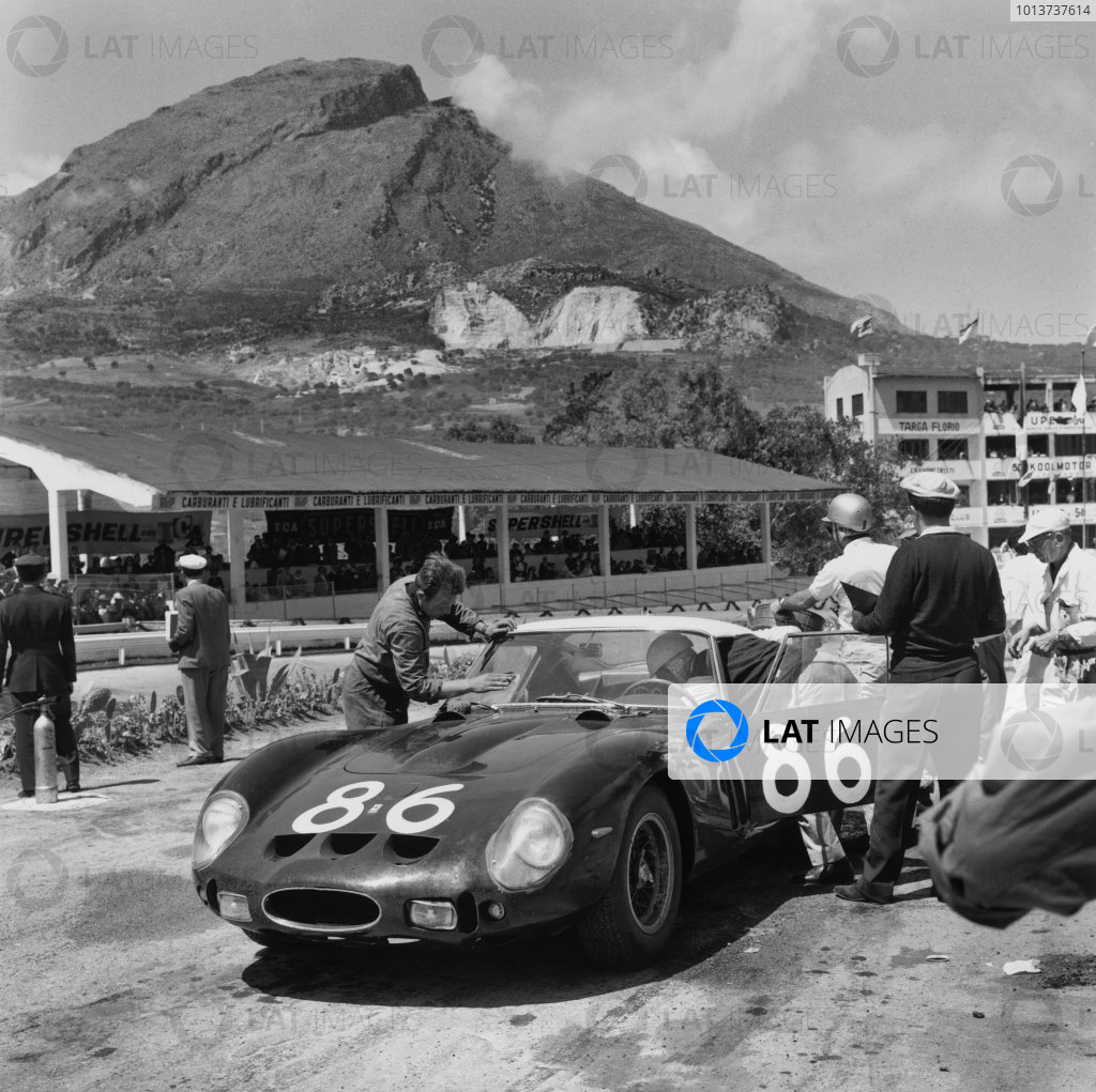 Little Madonie Circuit, Sicily, Italy. 6th May 1962. Rd 5.Giorgio Scarlatti/Pietro Ferraro (Ferrari 250 GTO), 4th position, pit stop and driver change, action. World Copyright: LAT Photographic.Ref: 13000.