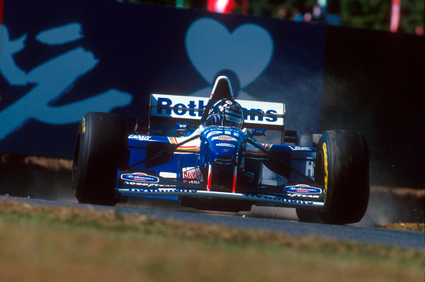 Suzuka, Japan.27-29 October 1995.Damon Hill (Williams FW17B Renault). He exited the race after understeering straight off at Spoon.Ref-95 JAP 02.World Copyright - LAT Photographic