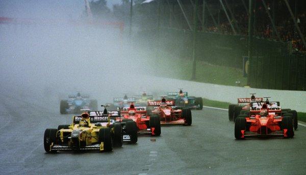 1998 Belgian Grand Prix.Spa-Francorchamps, Belgium. 28-30 August 1998.Damon Hill (Jordan 198 Mugen Honda) leads at the start.World Copyright - Steve Etherington/LAT Photographic