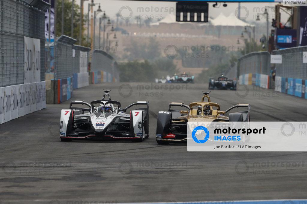 Andre Lotterer (DEU), DS TECHEETAH, DS E-Tense FE19, overtakes Jose Maria Lopez (ARG), GEOX Dragon Racing, Penske EV-3