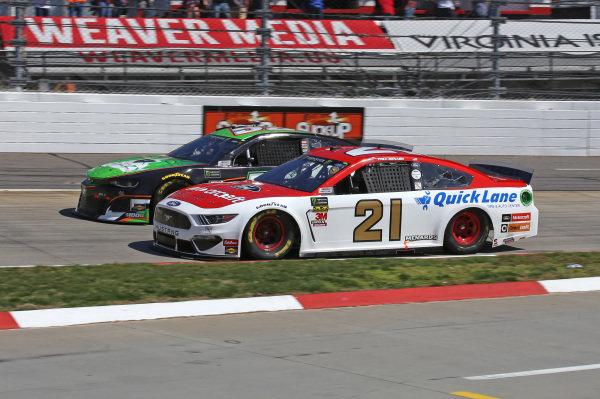 #21: Paul Menard, Wood Brothers Racing, Ford Mustang Motorcraft / Quick Lane Tire & Auto Center #52: Jeb Burton, Rick Ware Racing, Ford Mustang