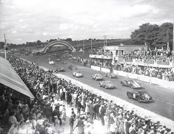 1950 Le Mans 24 hours.Le Mans, France. 25-25 June 1950.The start.Ref-Motor 757/1.World Copyright - LAT Photographic