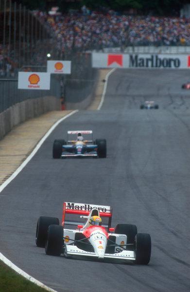 1991 Brazilian Grand Prix.Interlagos, Sao Paulo, Brazil.22-24 March 1991.Ayrton Senna (McLaren MP4/6 Honda) leads Nigel Mansell (Williams FW14 Renault) early on in the race.Ref-91 BRA 04.World Copyright - LAT Photographic
