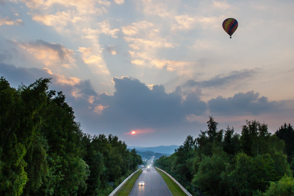Late sunrise on the Döttinger Höhe while a hot air balloon passes by