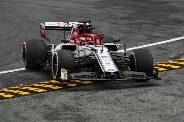 Kimi Raikkonen, Alfa Romeo Racing C38 runs wide