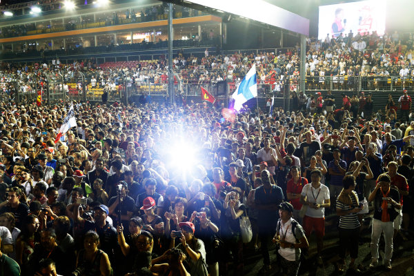 Marina Bay Circuit, Singapore. Sunday 20 September 2015. A huge crowd invades the circuit for the podium celebrations. World Copyright: Alastair Staley/LAT Photographic ref: Digital Image _R6T7360