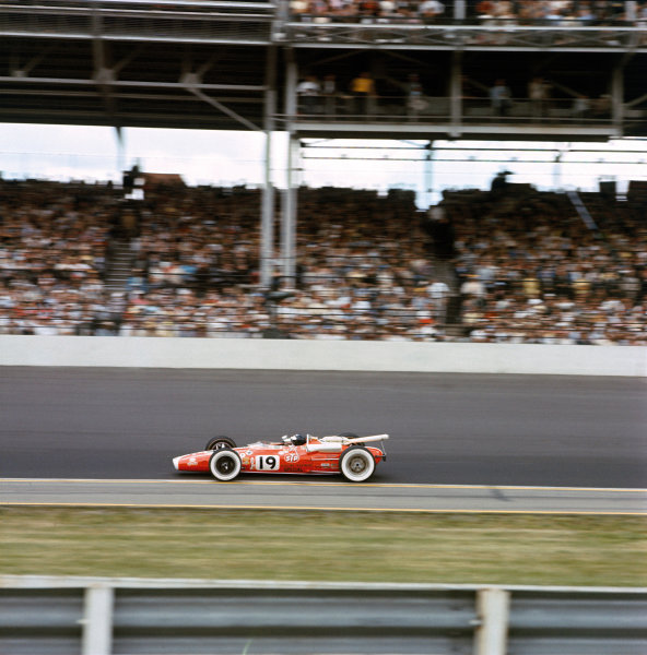 Indianapolis, USA. 30th May 1966. Jim Clark, Lotus 38-Ford, 2nd position, action. World Copyright: LAT Photographic Ref: 66INDY MF01.