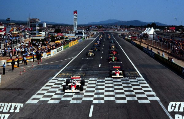 Paul Ricard, Le Castellet, France. 7th - 9th July 1989. Alain Prost (McLaren MP4/5 Honda) leads at the second start. The first start was stopped after an accident at the first corner. Prost finished in 1st position. World Copyright - LAT Photographic